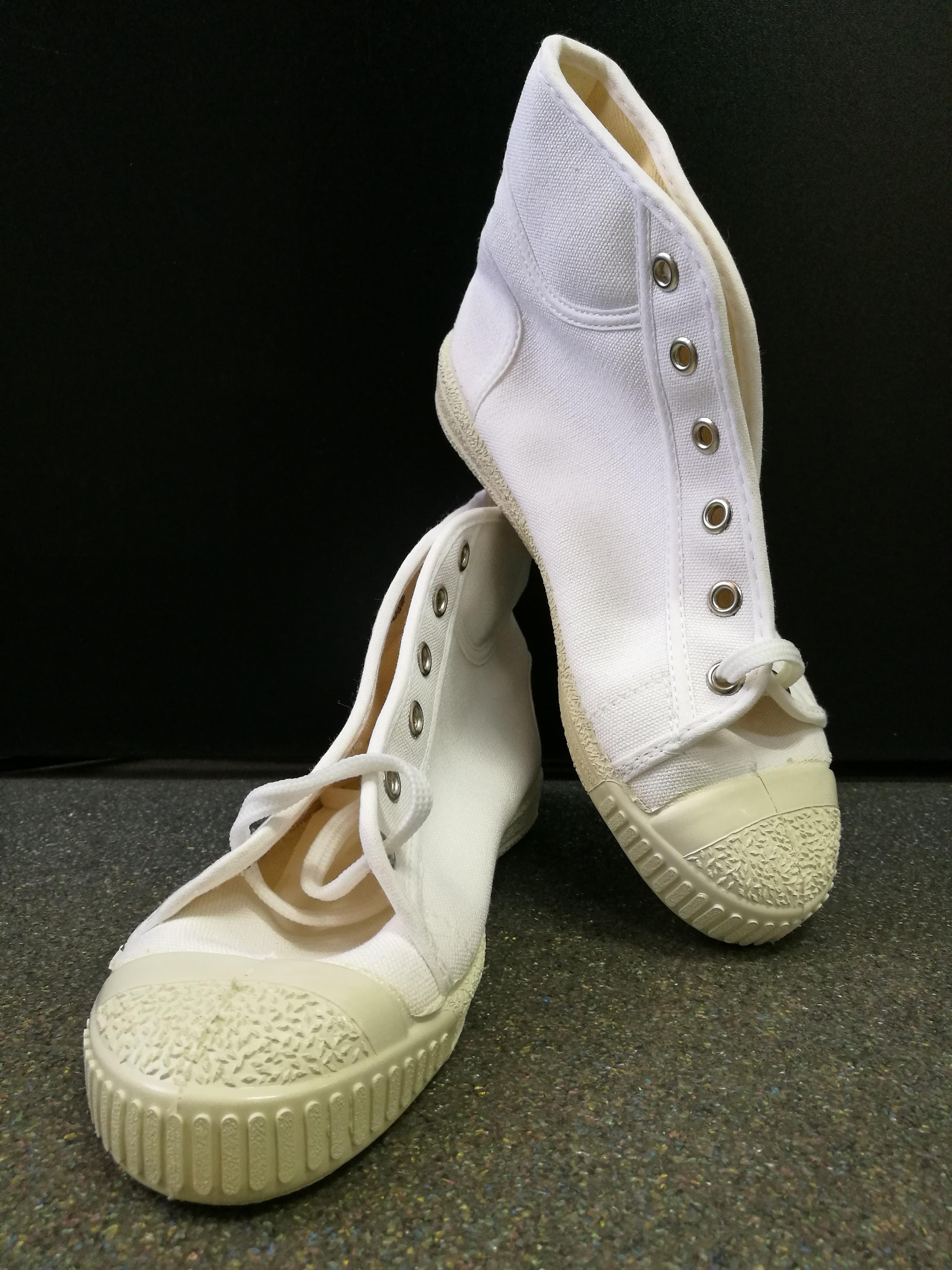 Száras tornacipő fehér