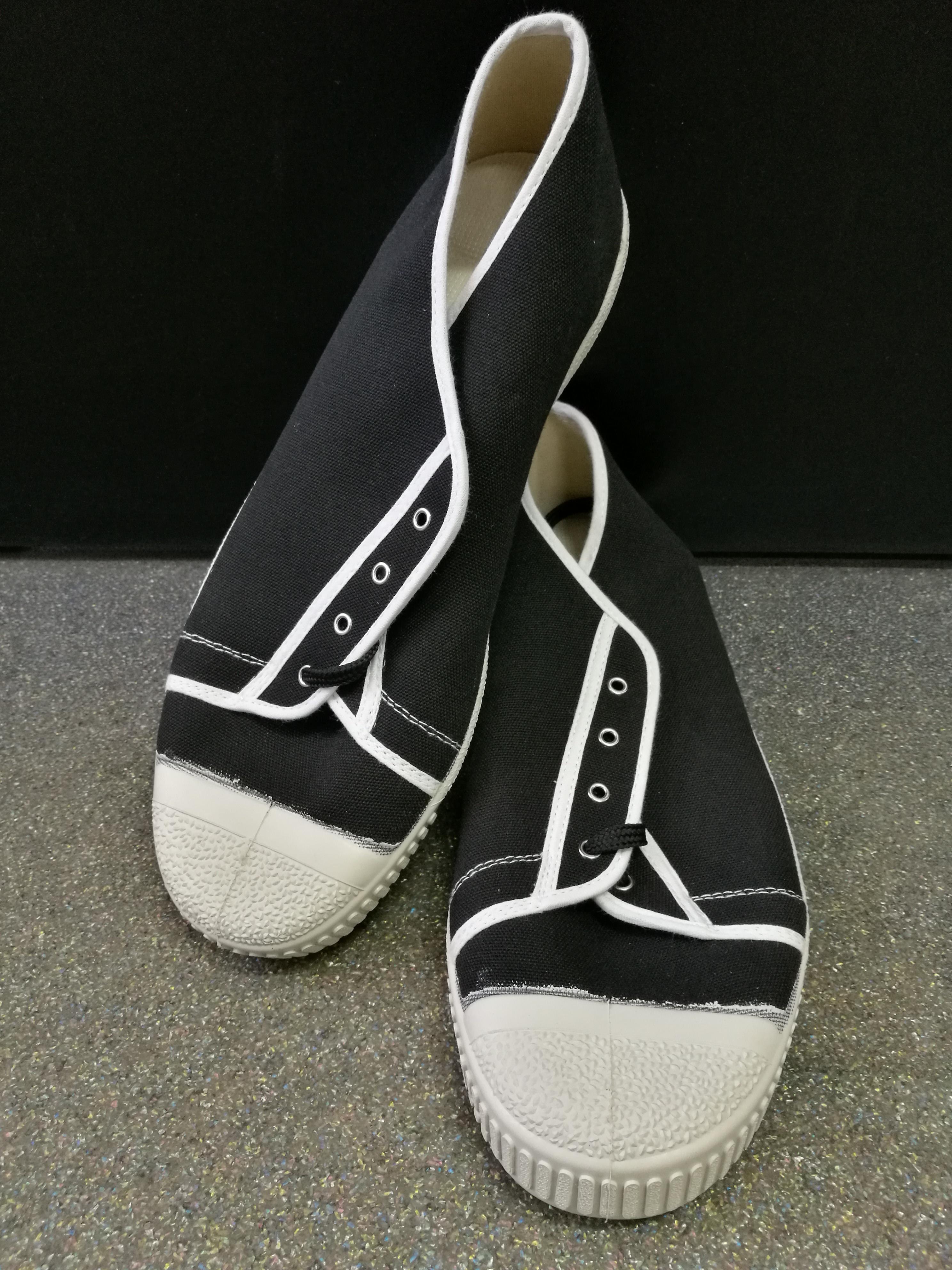 Félszárú tornacipő fekete