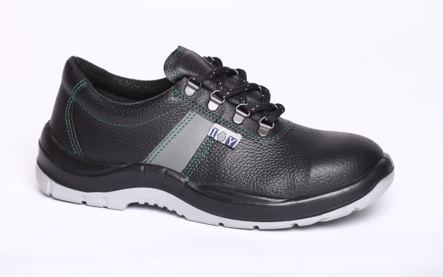 IP403 S2 Félcipő fekete